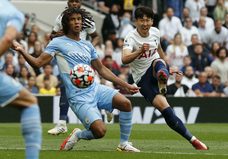 L'attaccante sudcoreano del Tottenham Sean Hyung-min ha segnato l'unico gol della partita contro il Manchester City nella prima giornata della Premier League il 15 agosto 2021 al Tottenham Hotspur Stadium di Londra.
