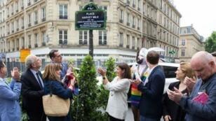 La maire de Paris Anne Hidalgo a inauguré la place Harvey Milk, dans le 4e arrondissement, le 19 juin 2019.