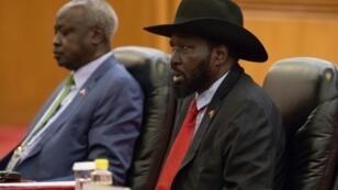 Le président du Soudan du Sud, Salva Kiir, parle avec son homologue chinois le 31 août 2018 à Pékin