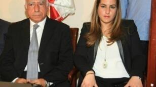 كرمى تحسين خياط ووالدها تحسين خياط في نقابة الصحافة في بيروت، نيسان/أبريل 2014