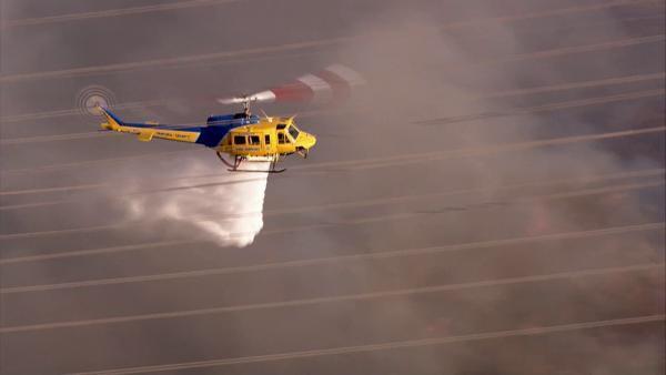 Près de 1 000 pompiers aidés de huit hélicoptères et de six avions combattent l'incendie. (Crédit photo : page Facebook du Ventura County Fire Department)