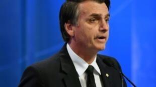 La bolsa y la moneda brasileña operaban en alza el 2 de octubre de 2018 a cinco de las días de las elecciones presidenciales de Brasil que tienen al derechista Jair Bolsonaro como primero en las encuestas.