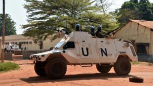 Une patrouille de l'ONU patrouille dans les rues de Bangui en janvier 2016.