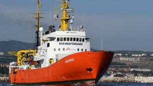 """""""L'Aquarius"""" au port de Marseille, qui reprend ses activités, après un mois d'escale technique, le 1er août 2018"""