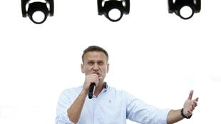 L'opposant russe Alexeï Navalny s'adresse à la foule lors d'une manifestation à Moscou le 20 juillet 2019.