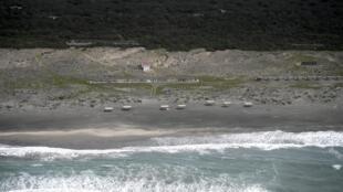 Una playa vacía en Ostia, a unos 30 kilómetros al suroeste de Roma, el 1 de mayo de 2020