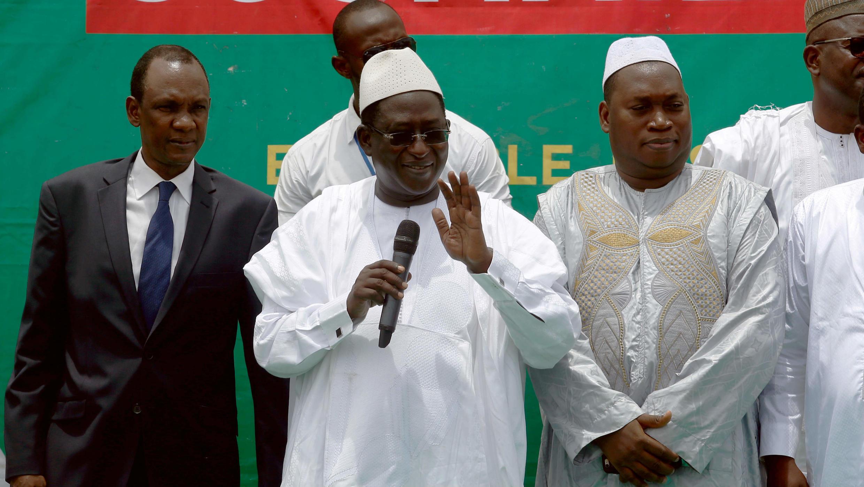 El líder opositor maliense, Soumaila Cissé, brinda un discurso ante sus seguidores en Bamako, de cara a la segunda vuelta de las elecciones presidenciales en Mali, el 10 de agosto de 2018.