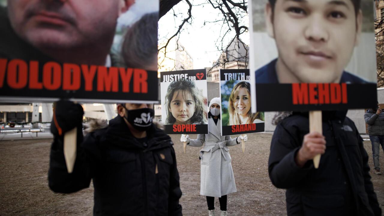 تكريم الضحايا وانتقادات لإيران بعد عام على تحطم الطائرة الأوكرانية قرب طهران
