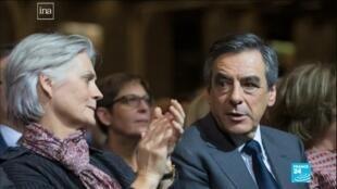 François Fillon y su esposa Penélope, durante uno de los actos de campaña realizados en medios de las denuncias en su contra.