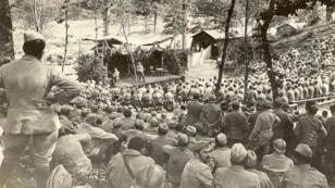 Une représentation du théâtre aux armées, le 15 juillet 1916.