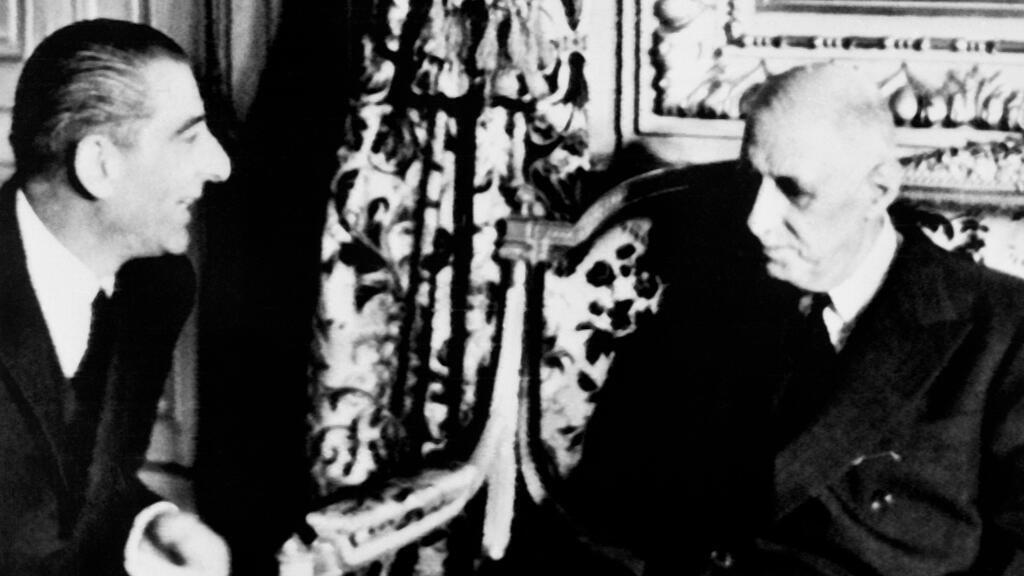 Archivo: El nuevo presidente electo de Chile, Eduardo Frei Montalva (I), se reúne con el presidente francés, Charles de Gaulle (D), el 1 de octubre de 1964 en Santiago para la visita oficial del general de Gaulle en Chile.