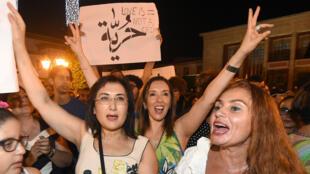 Une manifestation à Rabat, au Maroc, le 6 juillet 2015, en soutien aux deux femmes arrêtées en raison de leur robe.