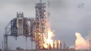 La fusée SpaceX Falcon 9 s'élance depuis le centre spatial de Kennedy Launch Complex 39A en Floride, le 19 février 2017.