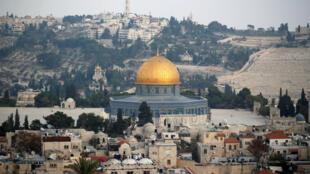 Una vista general muestra parte de la Ciudad Vieja de Jerusalén y la Cúpula de la Roca, el 5 de diciembre de 2017.