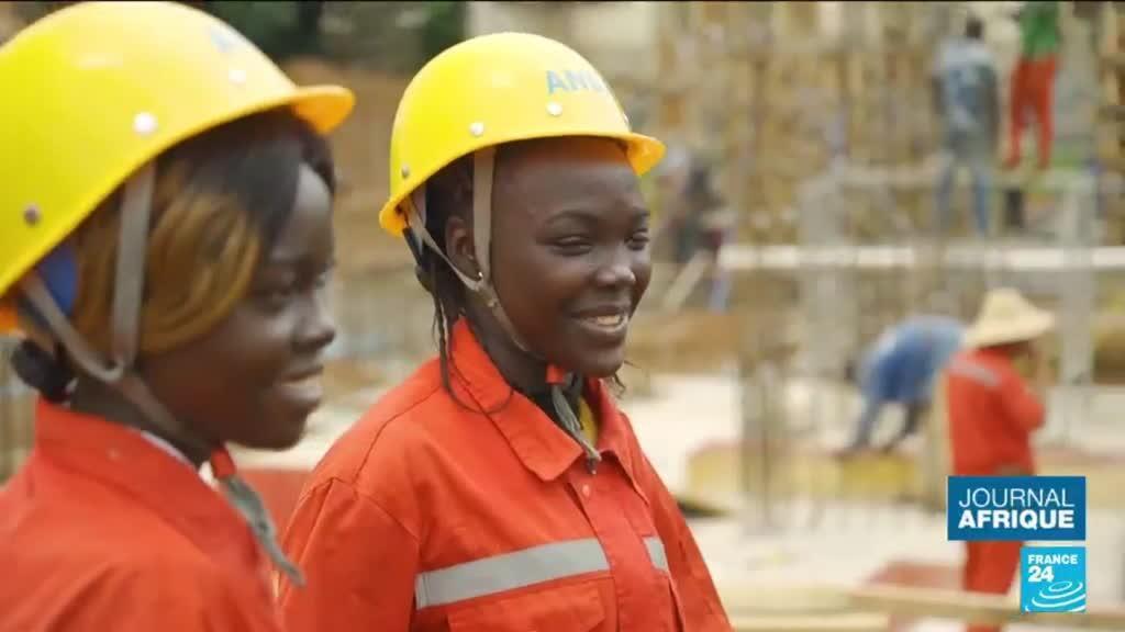 2021-10-15 05:55 Centrafrique : de plus en plus de femmes dans le secteur de la construction