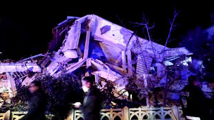 انهيار مبنى جراء زلزال ضرب منطقة سيفريجه في شرق تركيا. 20/01/2020