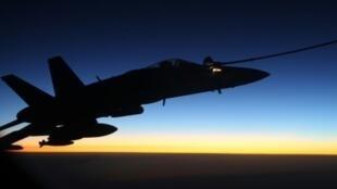 طائرة تابعة لسلاح الجو الأسترالي خلال عملية تزود بالوقود فوق سوريا في أيلول/سبتمبر 2015