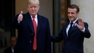 Le président français Emmanuel Macron accueille son homologue américain Donald Trump à l'Élysée le 10 novembre 2018 à la veille de la cérémonie commémorative du jour de l'Armistice, cent ans après la fin de la Première Guerre mondiale.
