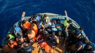 مهاجرون تم إنقاذهم أمام السواحل الإيطالية 27 أغسطس/آب 2015