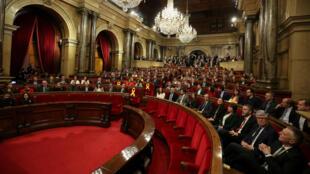 Los legisladores catalanes participan de la sesión constitutiva del Parlamento catalán en Barcelona, el 17 de enero de 2018.