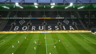 """ملعب بوروسيا دورتموند """"سيغنال إيدونا بارك"""" يستعد لاستئناف موسم الدوري الألماني."""