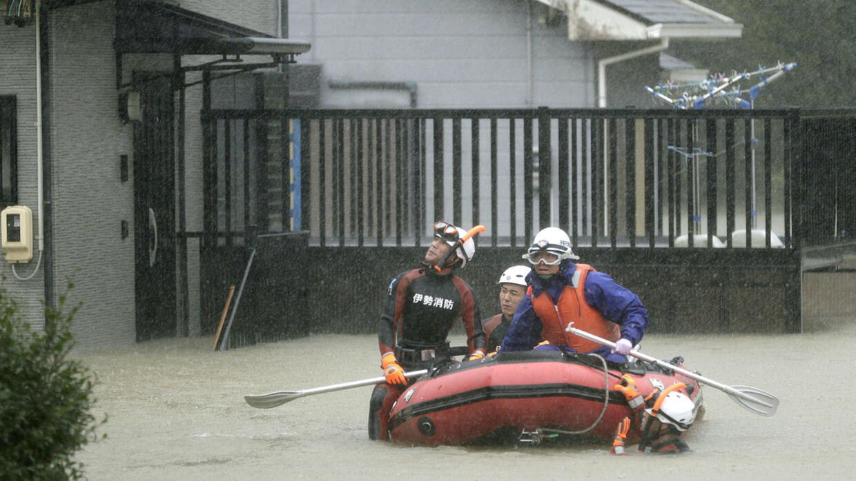 'Worst typhoon in six decades' hits Japan