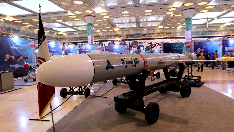 Hoveizeh, el nuevo misil de crucero de Irán, se muestra durante una exhibición en la capital, Teherán. 2 de febrero de 2019.