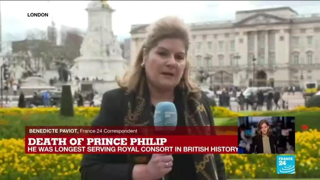 2021-04-09 16:22 Flowers and flags as public flocks to honour to Prince Philip