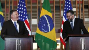 El secretario de Estado, Mike Pompeo (izquierda) sostuvo un encuentro con el canciller brasileño, Ernesto Araújo, el 2 de enero de 2019.
