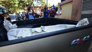 The remains of murdered Honduran journalist Luis Almendares are seen on the back of a truck in Comayagua