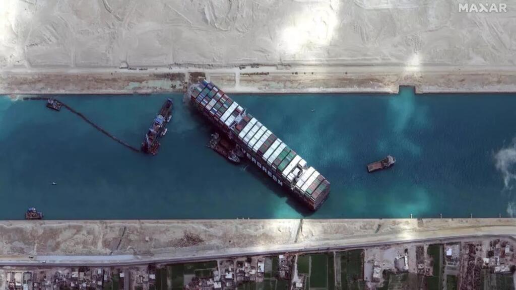 """مالك سفينة """"إيفر غرين"""" يتفاوض مع السلطات المصرية حول طلبها تعويضا بقيمة 900 مليون دولار"""