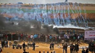 احتجاجات على حدود قطاع غزة مع إسرائيل شرق جباليا في 14 أيار/مايو