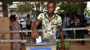 Les bureaux de vote ont ouvert à 7h00 en Sierra Leone samedi 31 mars.