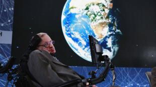 El famoso físico, cosmólogo, astrónomo y matemático británico Stephen Hawking murió este martes a los 76 años. Foto tomada el 2 de abril de 2016.