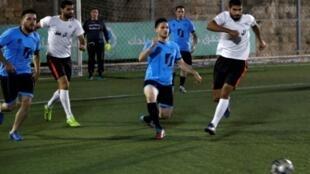 Jugadores palestinos se enfrentan en Jerusalén Este, el 7 de septiembre de 2018