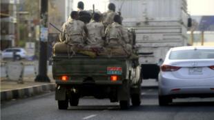 Des soldats dans les rues de Khartoum, mardi 4 juin.