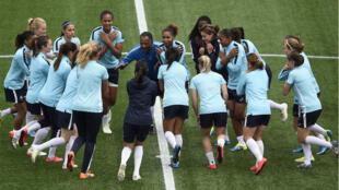 Les Bleues à l'entraînement, à quelques heures du début de la compétition.