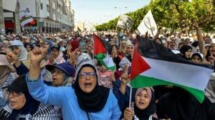 Des Marocaines manifestent contre la conférence de Manama sur le processus de paix au Proche-Orient, le 23 juin 2019 à Rabat