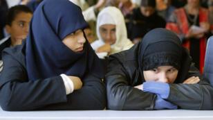 Des lycéennes dans l'établissement musulman Averroès, à Lille, en 2003.