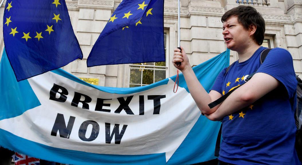 Manifestantes a favor y en contra del Brexit protestan en Londres,Reino Unido, el 29 de agosto de 2019.