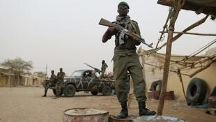 Malian soldiers on patrol (archives)