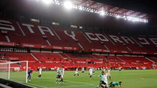 إشبيلية حسم المباراة أمام غريمه التقليدي ريال بيتيس بهدفين نظيفين. 11 يونيو/حزيران 2020