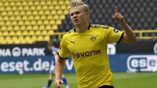 Erling Braut Haaland et le Borussia Dortmund ont dominé Schalke 04 lors du derby de la Ruhr à huis clos, le 16 mai 2020 au Signal Iduna Park