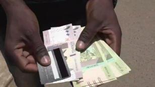Les retraits sont plafonnés à 2 000 livres (40 euros).