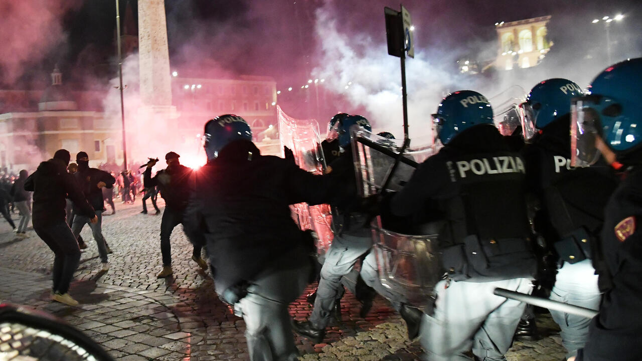 Far-right protesters clash with Rome police over virus curfew - France 24