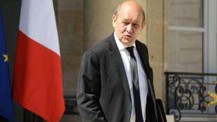 Jean-Yves Le Drian, ministre français de la Défense, a annoncé mercredi la mort de trois soldats français en Libye.
