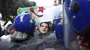 متظاهرون في العاصمة الجزائر 1 مارس 2019