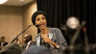 النائبة الصومالية الأميركية إلهان عمر التي فازت بمقعد للحزب الديمقراطي في مينيسوتا