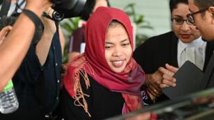 Siti Aisyah quitte le tribunal à l'extérieur de Kuala Lumpur, en Malaisie, le 11mars2019.