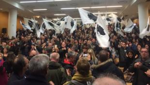تجمع انتخابي لأنصار القوميين في كورسيكا، صورة من صفحة جيل سيميوني